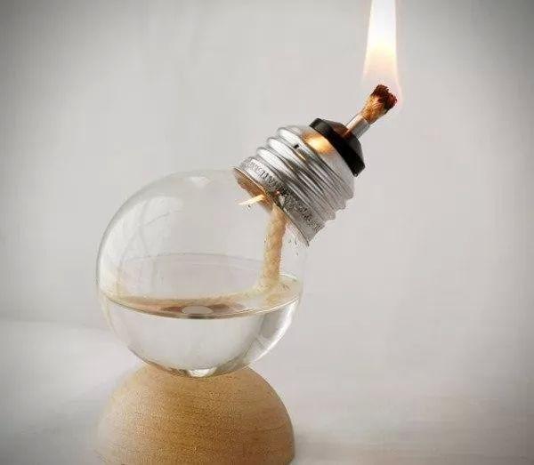 صور - كيف تصنع ديكورات منزلية من اعادة تدوير المصابيح ؟