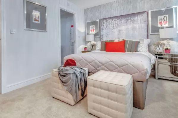 ديكورات غرف نوم 2018 باللون الفضى البراق