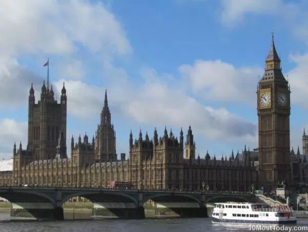 بيج بن وقصر وستمنستر من اجمل اماكن سياحية في لندن