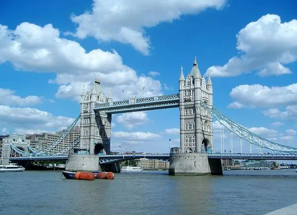 جسر البرج وبرج لندن من اجمل اماكن سياحية في لندن