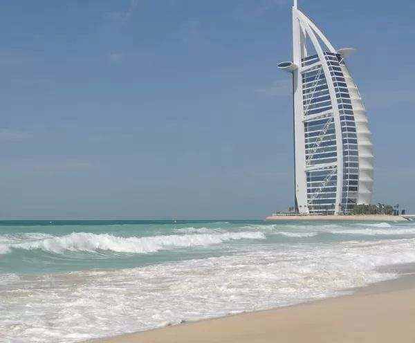 منتجع جميرا من اجمل اماكن سياحية في الامارات