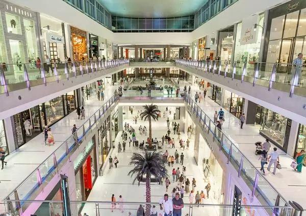 دبي مول من اجمل اماكن سياحية في الامارات