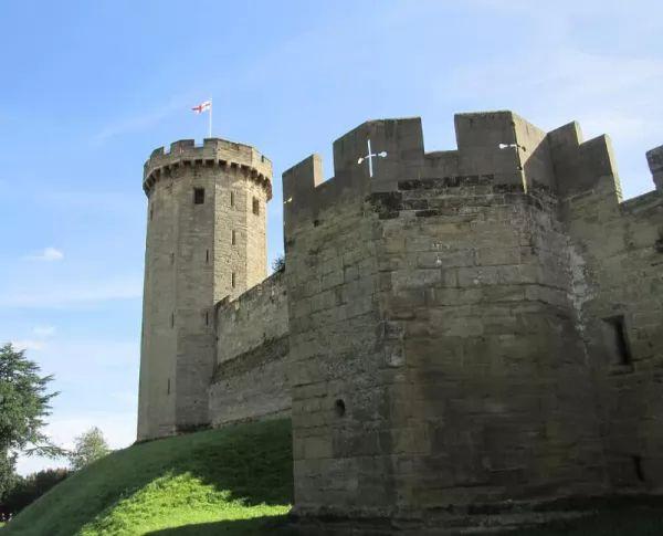 قلعة وارويك من اجمل اماكن سياحية في بريطانيا