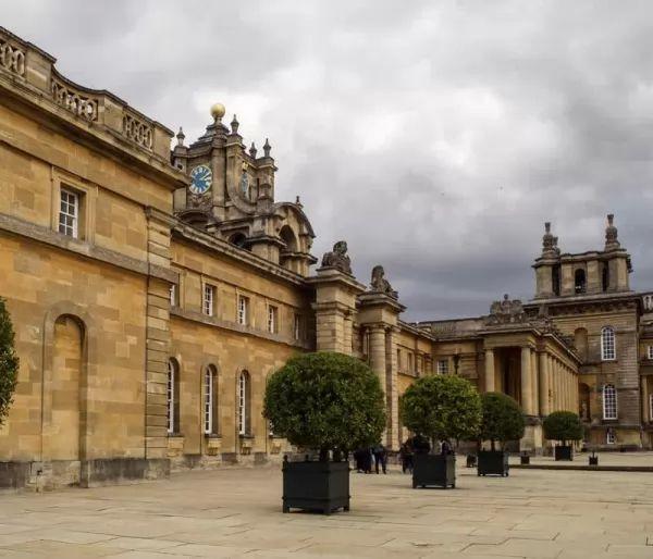 قصر بلينهايم من اجمل اماكن سياحية في بريطانيا