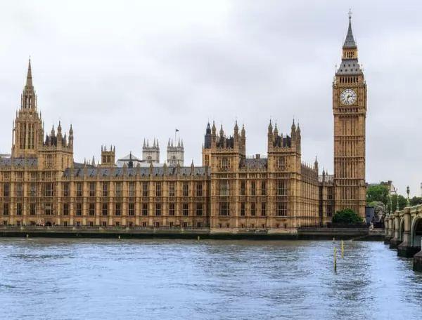 برج الساعة من اجمل اماكن سياحية في بريطانيا