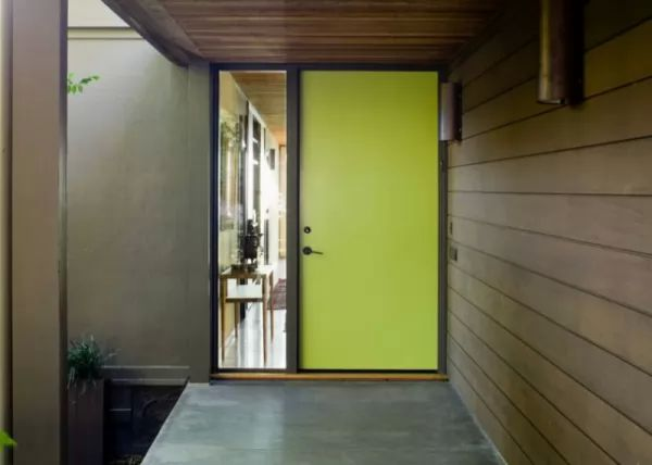 لون الاخضر الفسفورى رائع لطلاء ابواب المنازل