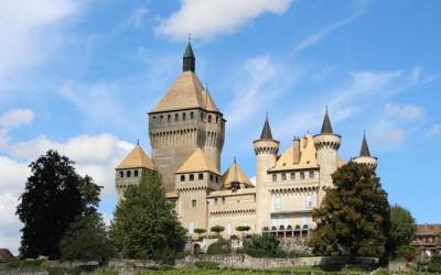 10 من أجمل القلاع في سويسرا بالصور