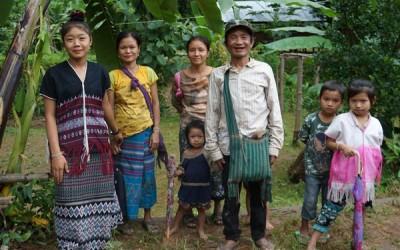 عادات وتقاليد شعب الكارين الذي يعيش في ميانمار
