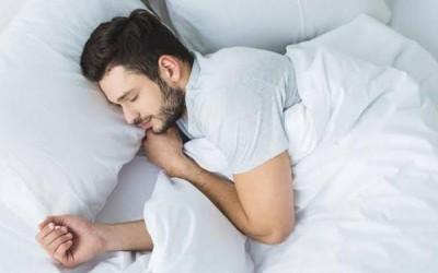 10 نصائح لمساعدتك على البقاء مسترخياً أثناء النوم