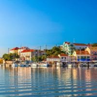 10 من أجمل مدن اليونان الصغيرة بالصور