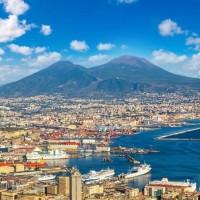 لماذا يفضل السياح السفر إلى نابولي؟